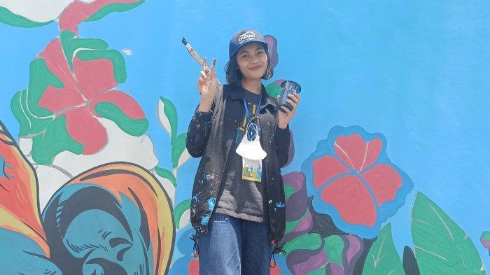 Aulia Gadis Subang, Calon Guru yang Kini Menikmati Jadi Seniman Mural di Bandung