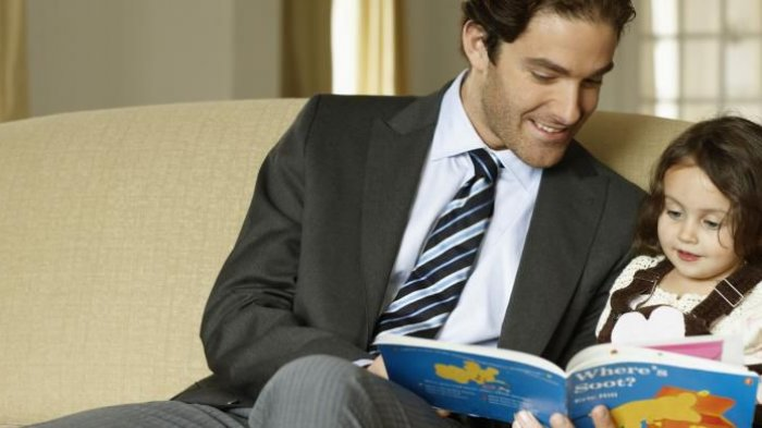 Ayah, Membacakan Buku pada Anak di Rumah Ternyata Hasilnya Dahsyat