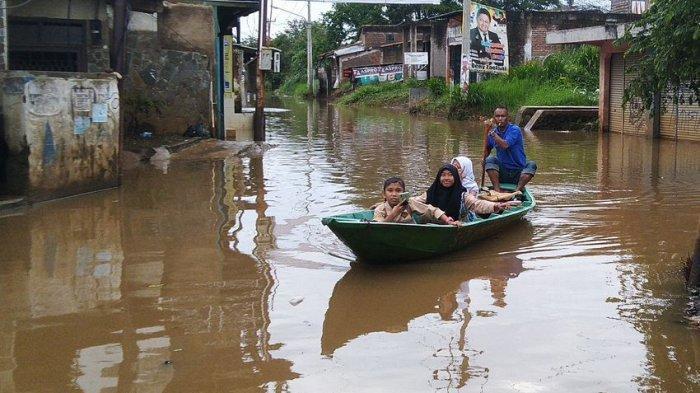 Baleendah dan Dayeuhkolot Masih Terendam Banjir, Sejumlah Warga Masih Bertahan di Rumahnya