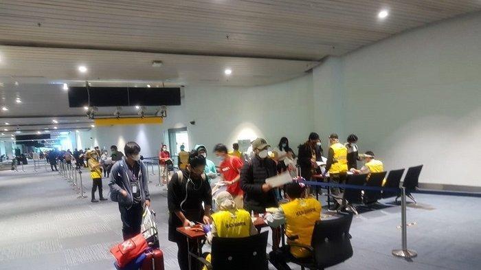 Hari Ini Bandara Soekarno-Hatta Langsung Membeludak, 11 Penumpang Ketahuan Positif Corona