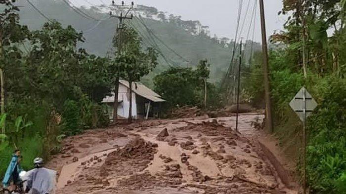 Longsor di Jalur Cijapati Bandung-Garut Sudah Terjadi Dua Kali