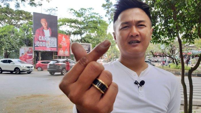 Heboh Baliho Cari Jodoh di Jalan Riau, yang Pasang Pemilik Seafood Bang Bopak, Apa Maksudnya?