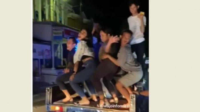 Muda-mudi bangunkan sahur sambil joget dengan gerakan erotis dan diiringi musik ingar bingar.