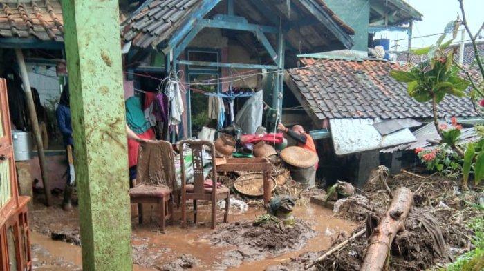 Banjir Bandang Hantam Sejumlah Rumah di Kertasari Kabupaten Bandung, Lumpur Berasal dari Gunung