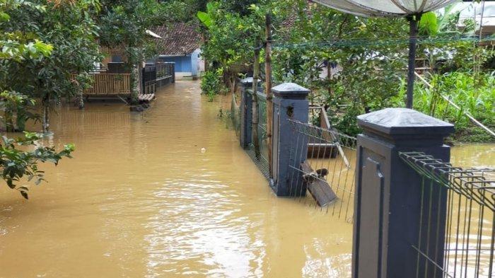Hingga Kini Sudah 500 Rumah Terendam Banjir di Sukaresik, Kabupaten Tasikmalaya