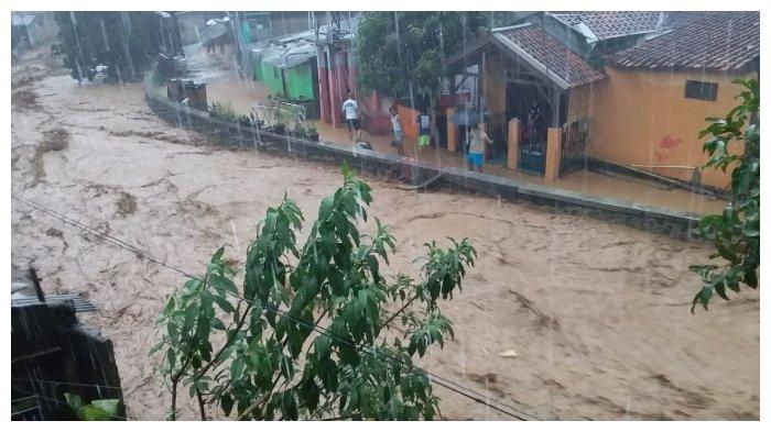 VIDEO: Ngerinya Banjir Bandang di Jatihandap, Cicaheum, Selasa (20/3/2018) Sore