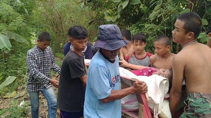 Banjir di pemukiman warga di Desa Tulungagung, Kecamatan Kertasemaya, Kabupaten Indramayu, Jumat (26/2/2021).