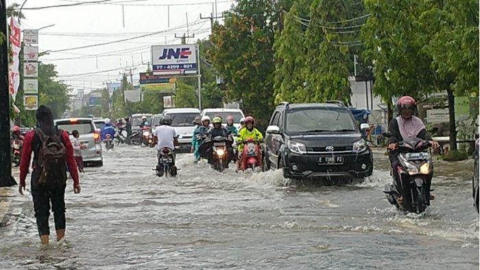 Banjir di Pusat Kota Indramayu Jadi yang Terparah Seperti Tahun 2014, BPBD Ungkap Penyebabnya