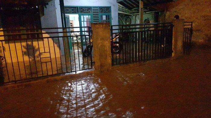 Diguyur Hujan Deras, Sukabumi Dikepung Bencana: Longsor, Banjir, hingga Masjid Rusak Disambar Petir