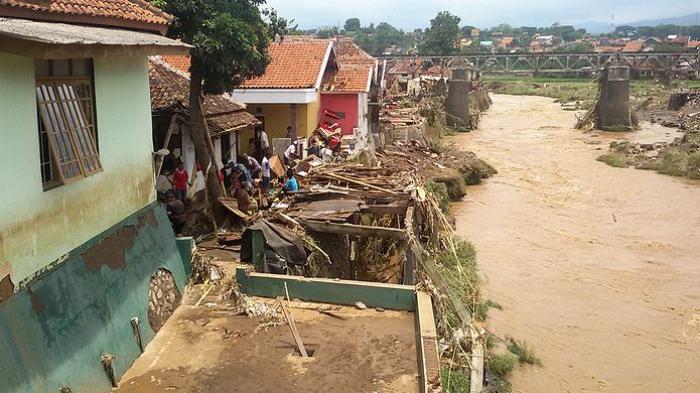 Erosi Sungai Cimanuk Gerus Lahan Warga, Enam Rumah di Desa Sukasenang Banyuresmi GarutTerancam