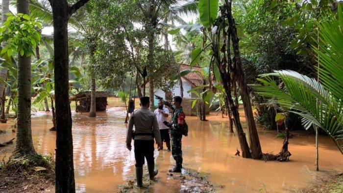 Sungai Cireundeu Ciamis Meluap, 14 Rumah Terendam Banjir, 5.000 Ekor Ayam Mati