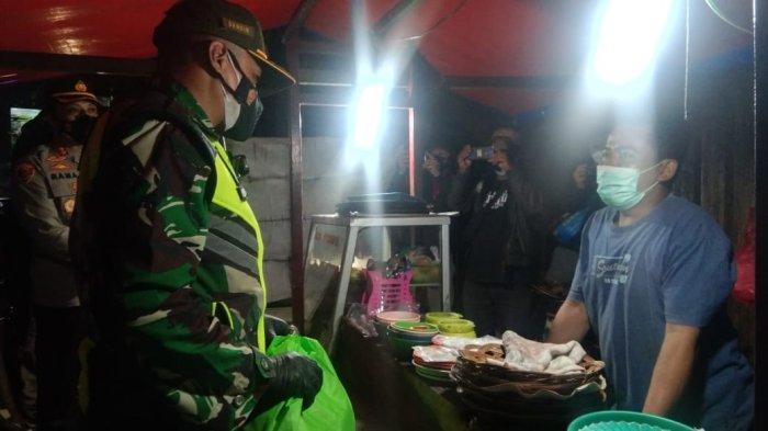 PKL dan Tunawisma di Karawang Kaget Tiba-tiba Dihampiri Tentara dan Polisi, Tapi Akhirnya Senang
