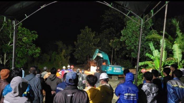 Rumah Tertimbun Lumpur Akibat Banjir di Indramayu, Warga Dapat Bantuan Perlengkapan Evakuasi