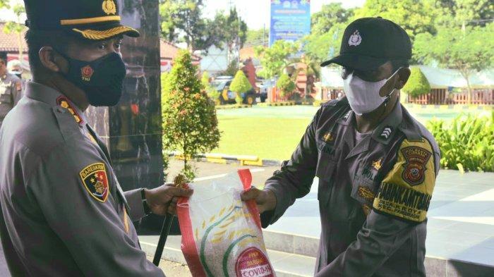 Bantuan 50 Ton Beras dari Sekretariat Kepresidenan Didistribusikan ke Masyarakat Kabupaten Cirebon