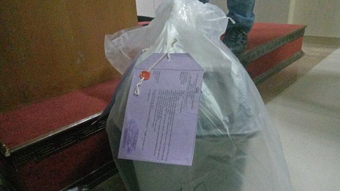 Barang bukti tong sampah dari kasus pembuangan bayi