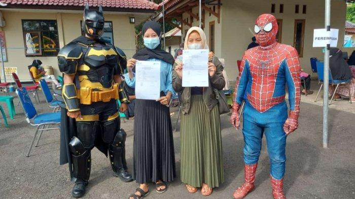 'Super Hero' hingga Musisi Ikuti Vaksinasi Massal Polresta Cirebon