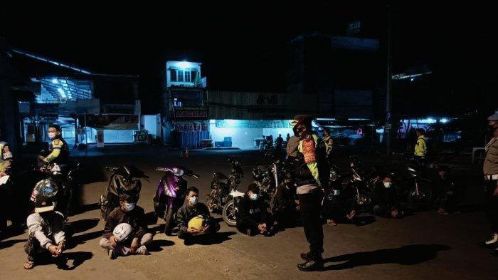 Balap Liar saat PPKM, Belasan Remaja di Sumedang Terjaring Razia, 7 Motor dan 3 Botol Miras Disita