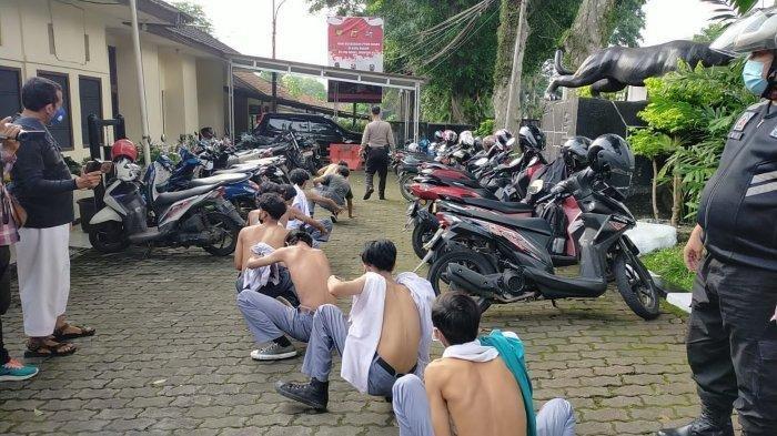 Baru Sekolah Tatap Muka, Pelajar SMA di Bogor Bawa Celurit dan Pedang