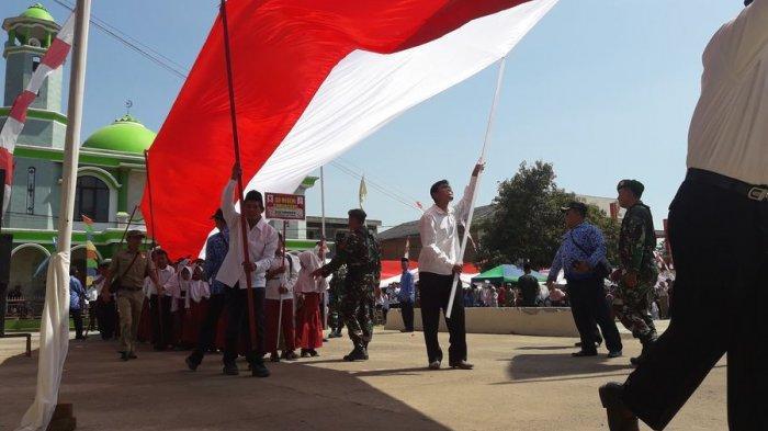 Ini Filosofi Bendera Merah Putih 105 Meter Karya Warga Desa Banyuasih Sumedang