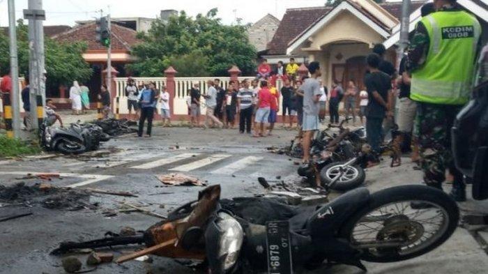 VIDEO Jelang Persebaya vs Arema, Suporter Bentrok dan 4 Motor Dibakar, Pertandingan Tanpa Penonton
