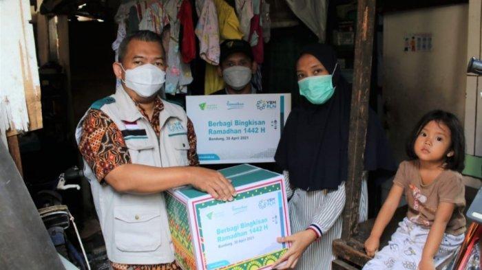 YBM PLN UIP JBT Berbagi Sembako di Program Ramadhan Menjejak Manfaat
