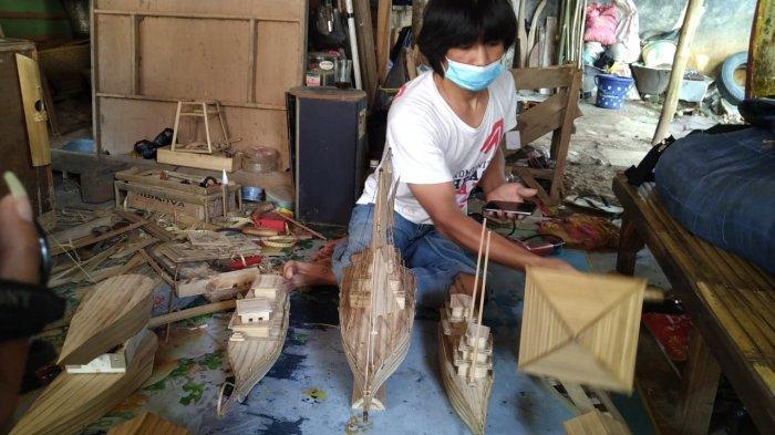 Belajar dari Aep Difabel Asal Purwakarta, Tak Menyerah di Tengah Pandemi, Karyanya Laku di Pasaran
