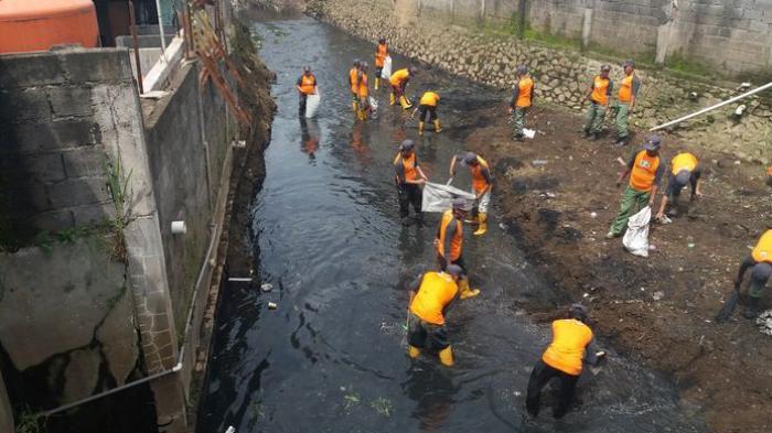 Antisipasi Resiko Bencana, Seribu Relawan Cimahi Turun ke Sungai