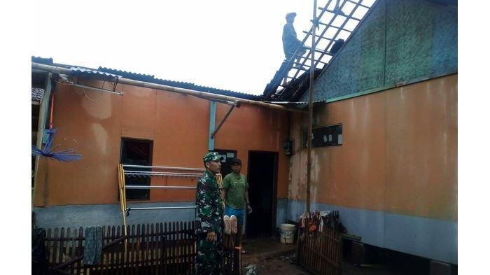 Angin Puting Beliung Terjang Belasan Rumah di Dua Kecamatan di Garut, Ada Warga Tertimpa Reruntuhan