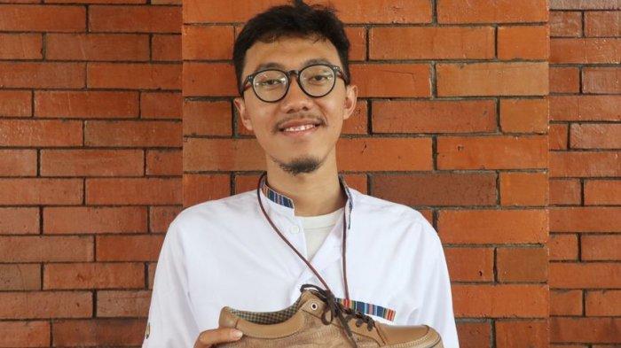 Berulang Kali Gagal Bangun Usaha, Nurman Akhirnya Sukses Bisnis Sepatu dari Kulit Kaki Ayam