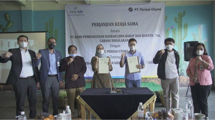 bank bjb Salurkan KUR Kepada Tenant Wisata Lembang