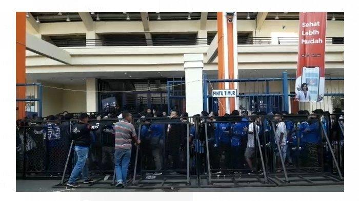 Kondisi Terkini di Jalak Harupat, Ribuan Bobotoh Antre Masuk Stadion, Bakal Berpisah dengan Bojan