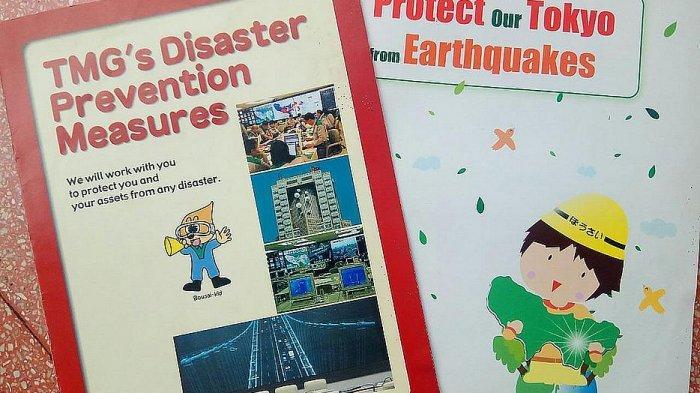 Contoh booklet cara-cara menyelamatkan diri dari bencana di Jepang. Booklet ini dibagi-bagikan kepada warga asing maupun lokal di Jepang.
