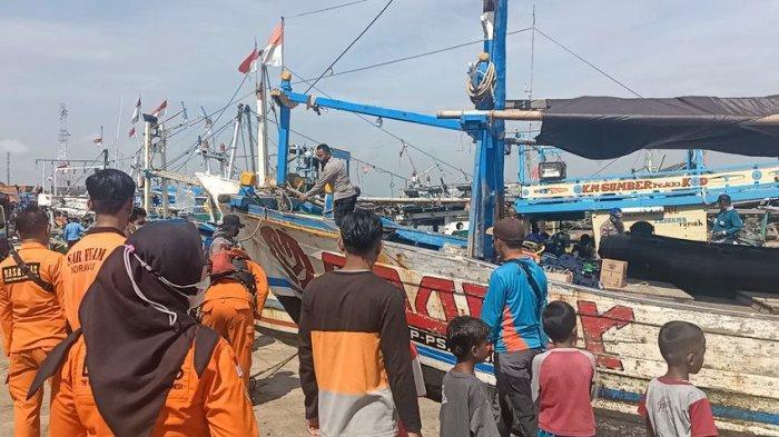 BREAKING NEWS 2 Korban Tabrakan Kapal di Perairan Balongan Ditemukan, 1 di Antaranya di Dalam Kapal