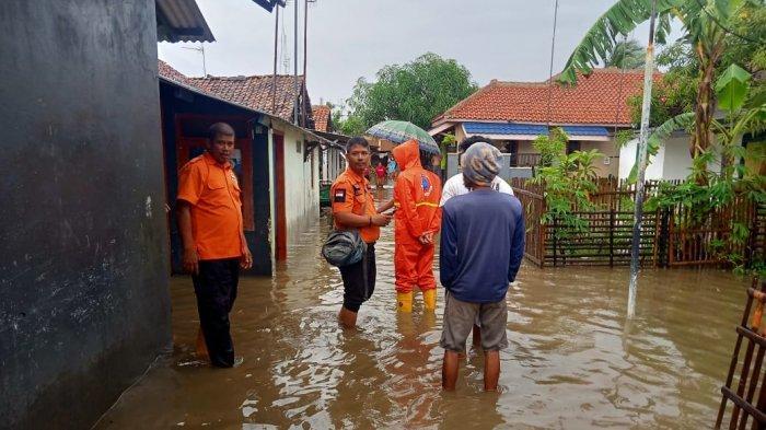Hujan Semalaman dan Sistem Drainase Tak Optimal, Perumahan di Kelurahan Margadadi Indramayu Banjir