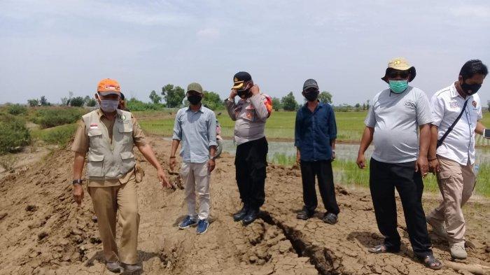 Belum Lama Dinormalisasi, Tanggul Sungai Congger Indramayu Kembali Mengkhawatirkan, Retak-retak