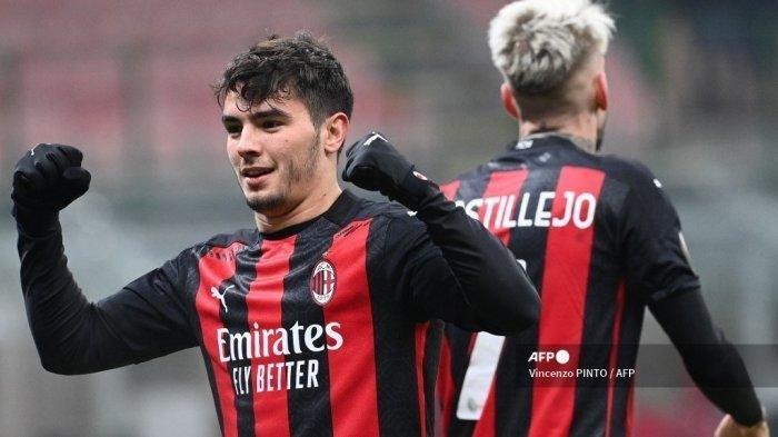 Gelandang AC Milan Brahim Diaz melakukan selebrasi setelah mencetak gol dalam pertandingan sepak bola Grup H Liga Eropa UEFA AC Milan vs Celtic pada 3 Desember 2020 di stadion San Siro di Milan.