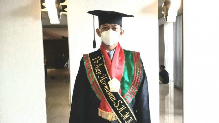 Cerita Bripka Asep Hermawan, Bintara Polresta Cirebon yang Lulus S2 dan S3 Bersamaan