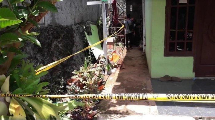 Sesosok mayat wanita gegerkan warga Kampung Lingkungan II Citatah Dalam, Kelurahan Ciriung, Kecamatan Cibinong, Kabupaten Bogor, Selasa (3/11/2020).