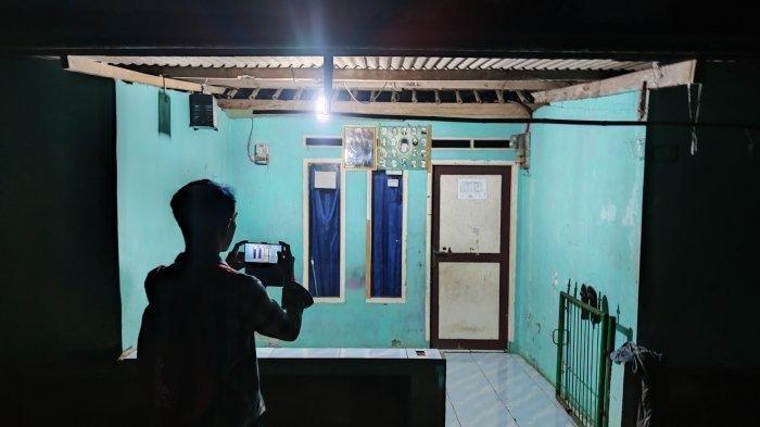 Rumah kontrakan Bu Wati yang beralamat di Kampung Baru Desa Ragajaya, Kecamatan Bojonggede, Kabupaten Bogor. Bu Wati sudah diusir dari kampung