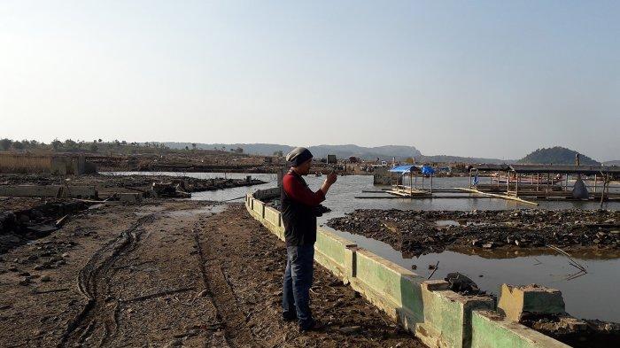Reruntuhan Permukiman di Dasar Jatigede Menarik Minat Youtuber dan Vlogger Lokal