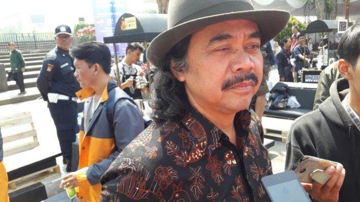 Seniman  Kota Bandung Tisna Sanjaya Bagikan Tips Kreatif Pada Masa Pandemi Covid-19