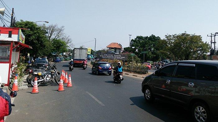 Libur Akhir Tahun, Arus Lalu Lintas di Bundaran Cibiru Kota Bandung Padat Merayap