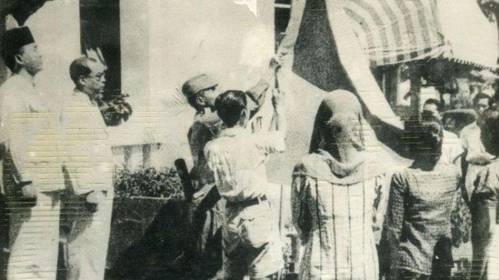 Sejarah Kemerdekaan RI, Foto Soekarno Bacakan Proklamasi hingga Teks Proklamasi versi Tulis Tangan