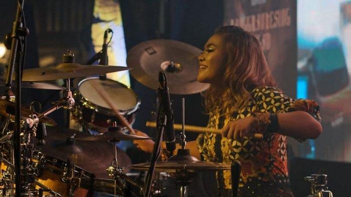 Gadis Drummer 14 Tahun Ciptakan 'Panggrantesing Jagad', Kombinasi Musik Metal dan Musik Etnik Jawa