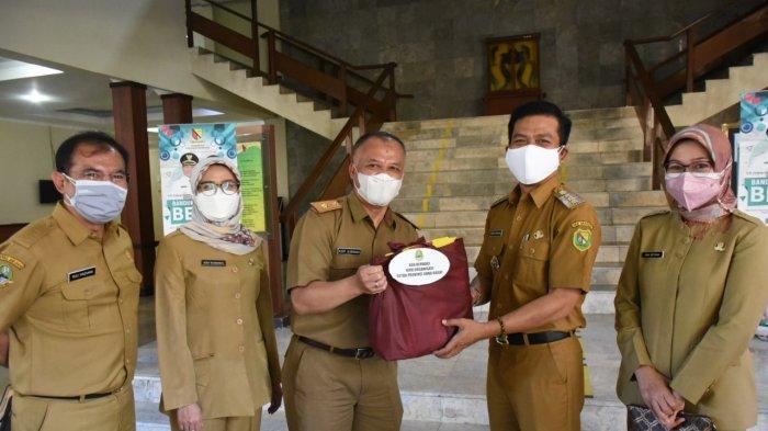Gerakan ASN Peduli Pandemi, Bupati Bandung Donasikan Gajinya, Bantu Penanganan Covid-19