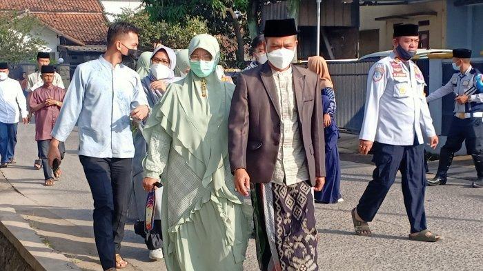 Lebaran Pertama Jadi Bupati Bandung, Dadang Pilih Pulang Ke Bojongsoang, Ziarah Ke Makam Orangtua