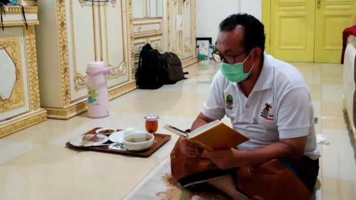 Cerita Bupati Cirebon yang Jalani Isolasi Mandiri, Setiap Hari Ditemani Buku dan Alquran