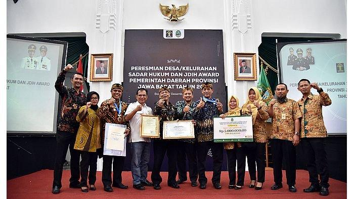 Bupati dan Pemkab Bandung Mendapatkan Penghargaan dari Kemenkumham