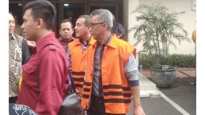 Tersangka KPK, Bupati Indramayu Non Aktif Dihadirkan ke PN Bandung untuk Jadi Saksi, Naik Pesawat