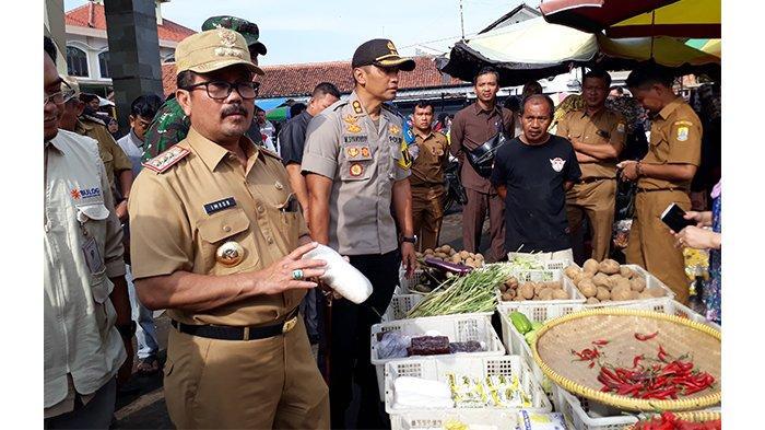 Sidak ke Pasar Sumber, Bupati Cirebon Temukan Beberapa Harga Komoditas yang Mengalami Kenaikan